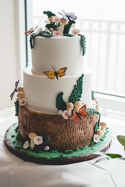 swoon worthy wedding cake- tree trunk wedding cake