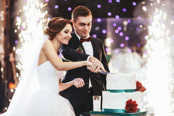 wedding cake- cutting wedding cake- how much wedding cake