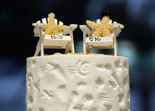 adorable cake topper with Mr and Mrs Starfish sitting in beach chairs